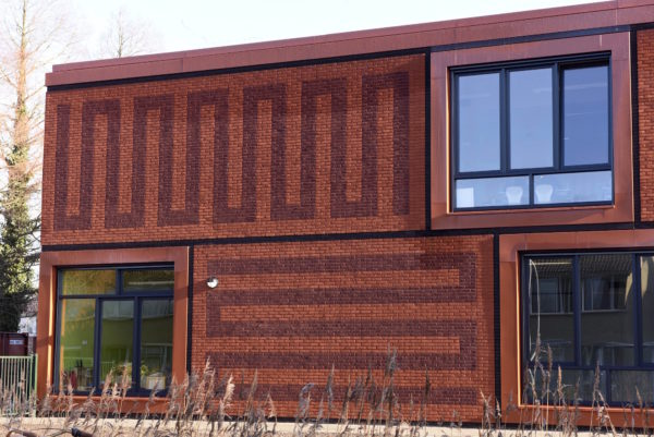 ?? Marchje Andringa 2017 dd: 160117 plaats: lemmer ond: voor architectuurrubriek mfa lemstervaart (zit school, peuterspeelzaal en wijkcentrum in).